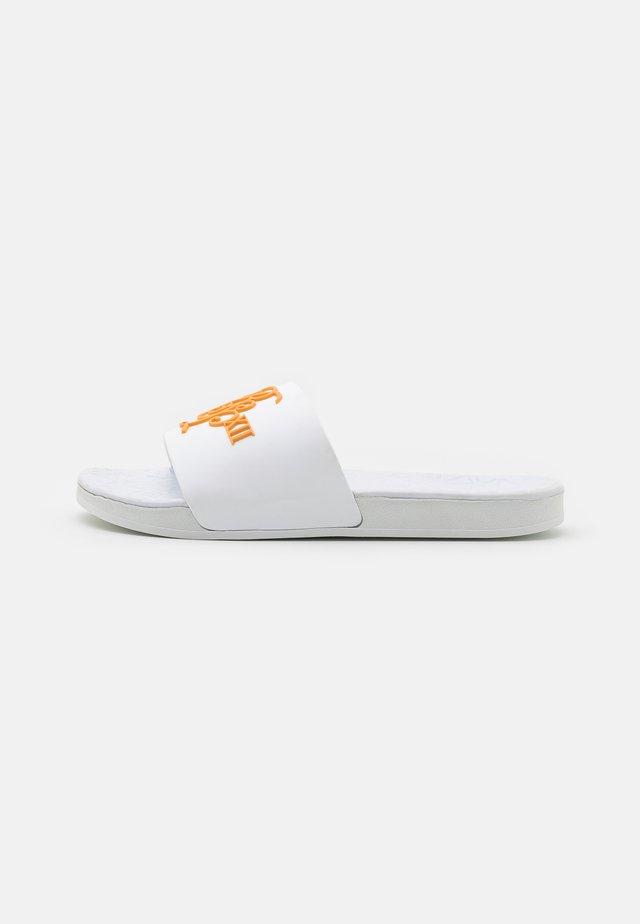 MALIBU - Sandalias planas - white