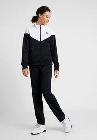 Nike Sportswear - TRACK SUIT SET - Hettejakke - black/white - 2