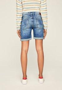 Pepe Jeans - Szorty jeansowe - blue denim - 2
