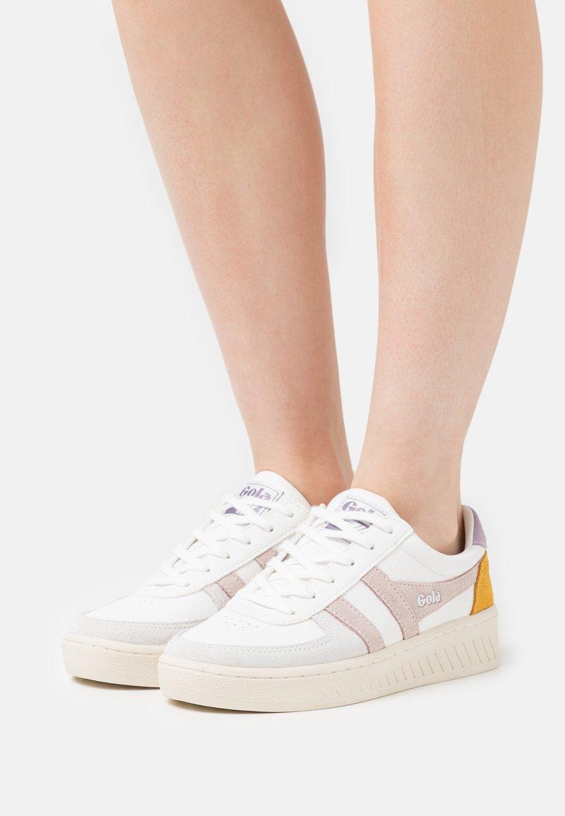 Gola - GRANDSLAM TRIDENT - Sneakersy niskie - white/blossom