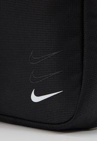Nike Sportswear - ESSENTIALS UNISEX - Umhängetasche - black/white - 5