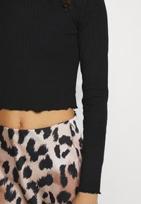 Even&Odd Petite - CROPPED LONG SLEEVE WITH LETTUCE - Long sleeved top - black - 4