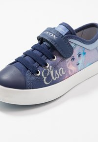 Geox - CIAK GIRL FROZEN ELSA - Sneakers basse - light sky/navy - 5