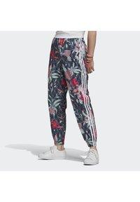 adidas Originals - Pantalon de survêtement - green - 0