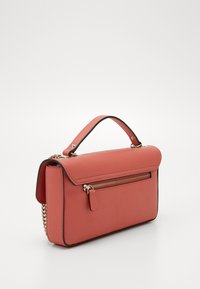 Guess - BELLE ISLE XBODY FLAP - Kabelka - coral - 5