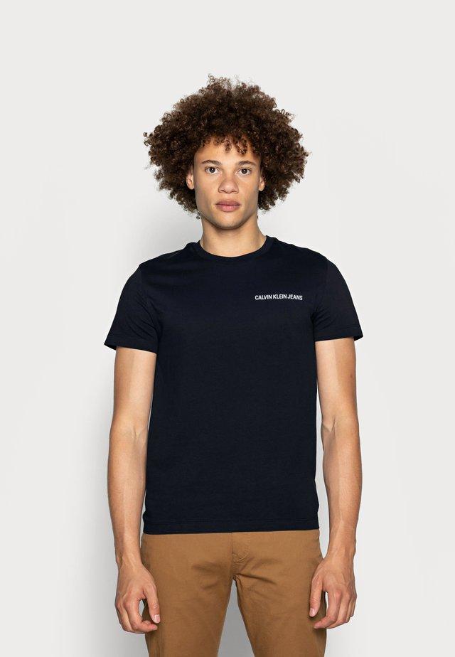SMALL INSTIT LOGO CHEST TEE - Jednoduché triko - blue