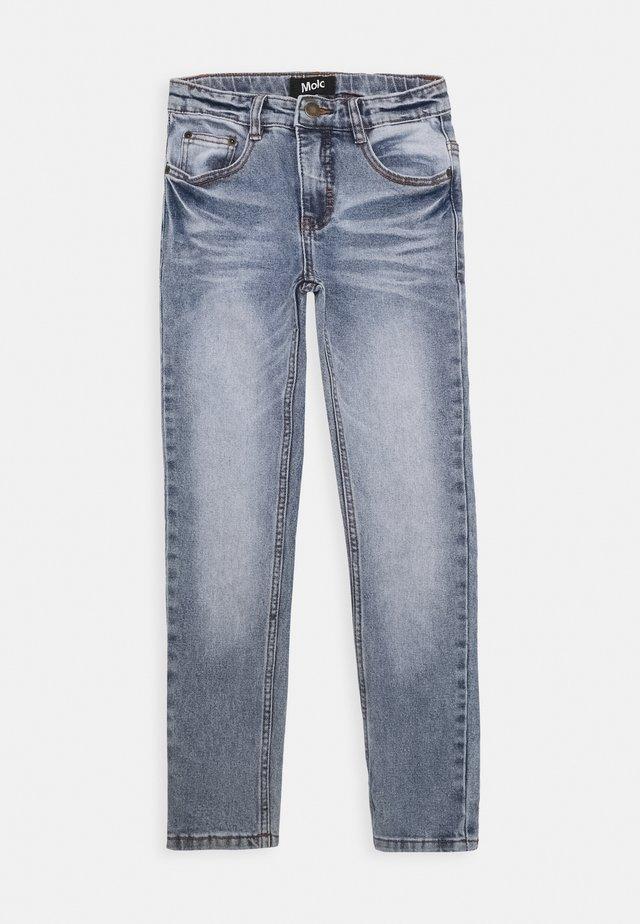 AKSEL - Slim fit jeans - worn denim