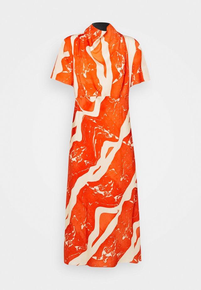 VALONA - Korte jurk - orange
