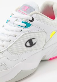 Champion - LOW CUT SHOE PHILLY - Sports shoes - white/grey - 5