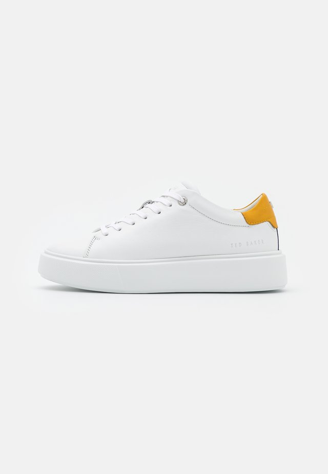 YINKA - Sneakers laag - white/yellow