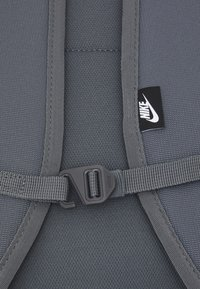 Nike Sportswear - HERITAGE UNISEX - Ryggsekk - iron grey - 3