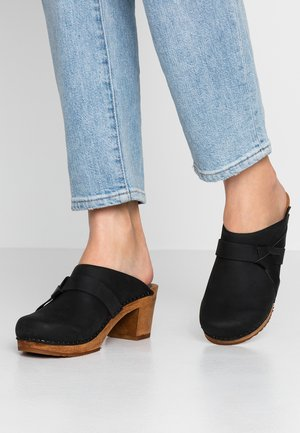 MANUELLA SQUARE OPEN - Clogs - black