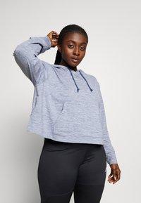 Nike Performance - YOGA CROP PLUS - Camiseta de deporte - diffused blue - 0
