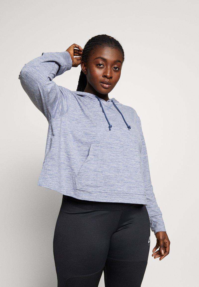 Nike Performance - YOGA CROP PLUS - Camiseta de deporte - diffused blue