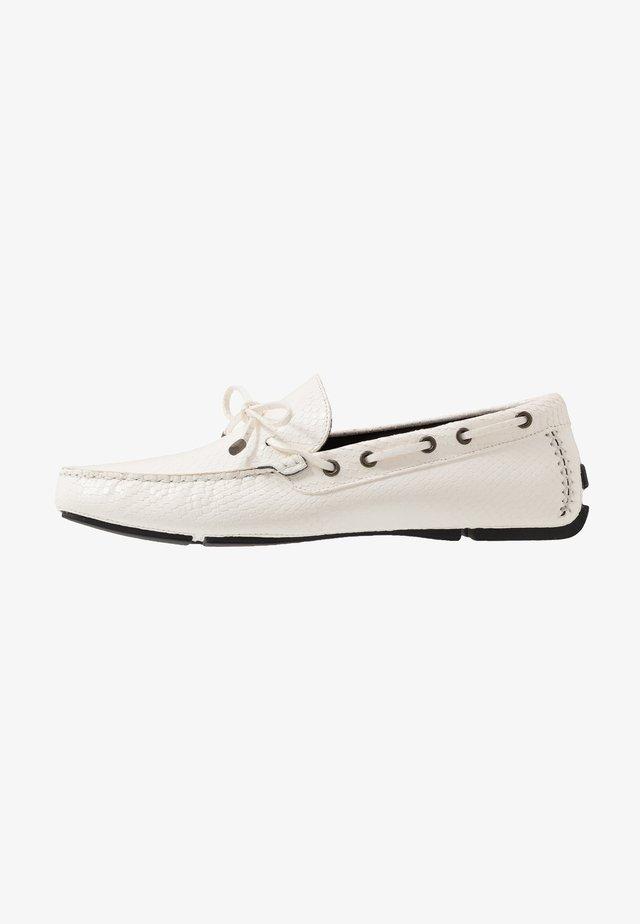 Mocassins - bright white