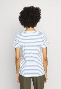 Kaffe - KALIDDY V-NECK  - Print T-shirt - chalk - 2