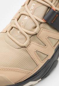 Salomon - X ULTRA 4 MID GTX - Hiking shoes - safari/magnet/persimon - 5