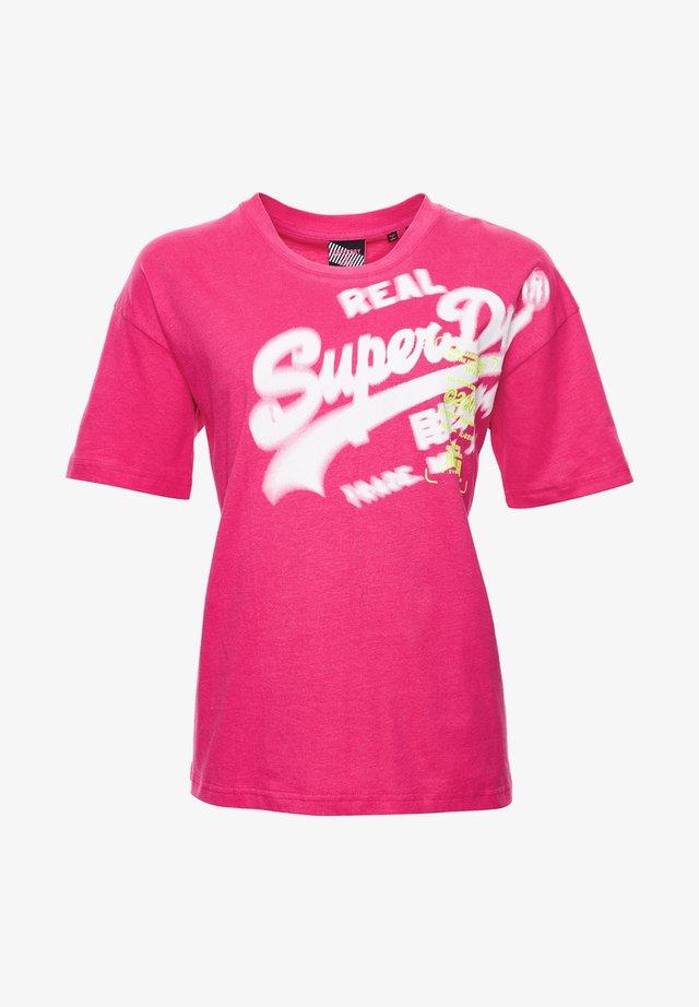 SUPER 5 DECONSTRUCT - Print T-shirt - neon pink