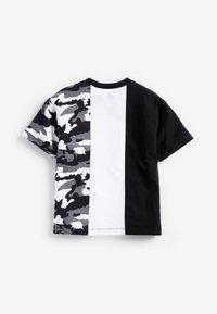 Next - Print T-shirt - black/white - 1