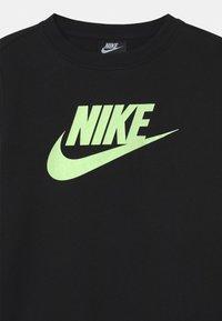 Nike Sportswear - CLUB CREW - Sudadera - black/barely volt - 2
