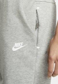 Nike Sportswear - W NSW TCH FLC PANT - Joggebukse - dark grey heather/matte silver/white - 4