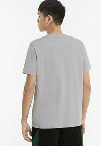 Puma - T-shirt med print - silver - 2