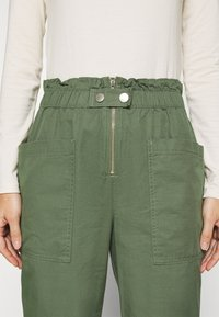GAP - UTILITY - Trousers - olive - 4