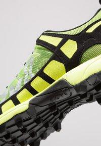 Inov-8 - X-TALON CLASSIC - Chaussures de running - yellow/black - 5