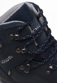 Lowa - RENEGADE GTX MID - Hiking shoes - blau - 3