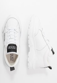 Versace Jeans Couture - Trainers - bianco ottico - 1
