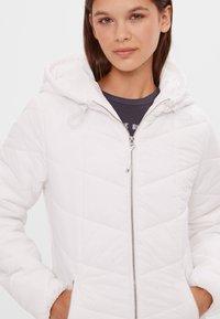 Bershka - Zimní bunda - white - 3