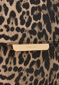 PARFOIS - ENVELOPE BAG HYENA - Clutch - beige - 3