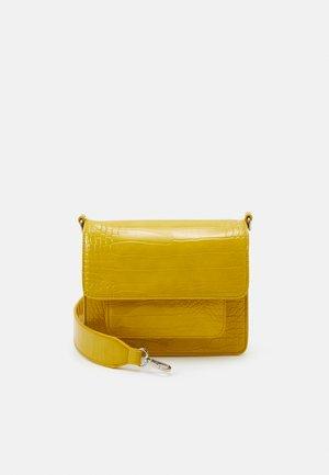 CAYMAN POCKET - Taška spříčným popruhem - yellow