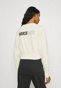 Nike Sportswear - AIR CREW  - Sweatshirt - coconut milk/black - 2