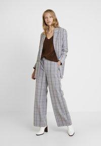 Karen by Simonsen - SYDNEY WIDE CHECK PANTS - Trousers - grey - 1