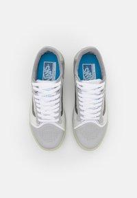 Vans - UA EVDNT ULTIMATEWAFFLE UNISEX - Sneakers laag - grey/multicolor - 3