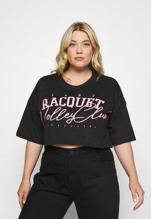 RAQUET VALLEY CLUB GRAPHIC CROP TEE - T-shirts med print - black