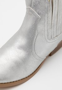 Cotton On - WESTERN BOOT - Cowboy- / bikerstøvlette - silver - 5
