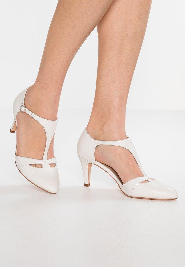 Brautschuh - white