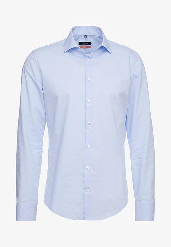 SLIM FIT - Skjorta - blau