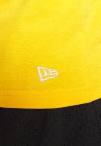 New Era - MLB SEASONAL TEAM LOGO TANK NEW YORK YANKEES - Toppi - yellow - 4