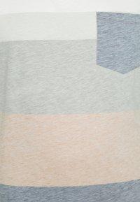URBN SAINT - DEX TEE - Print T-shirt - inca gold - 2