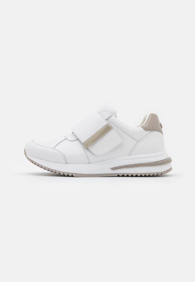 Sneakersy niskie - fieldstone