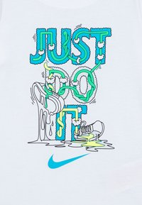 Nike Sportswear - BOYS TEE - Print T-shirt - white - 2