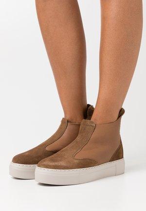 BERN - Classic ankle boots - cognac