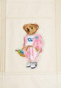 Polo Ralph Lauren - BEAR TOTE - Tote bag - ecru multi - 4