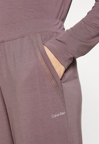 Calvin Klein Underwear - PERFECTLY FIT FLEX JOGGER - Pyjama bottoms - plum dust - 4