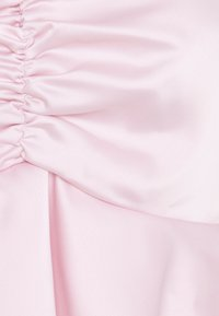Missguided Petite - PUFF SLEEVE RUCHED FRONT PEPLUM - Long sleeved top - pink - 2
