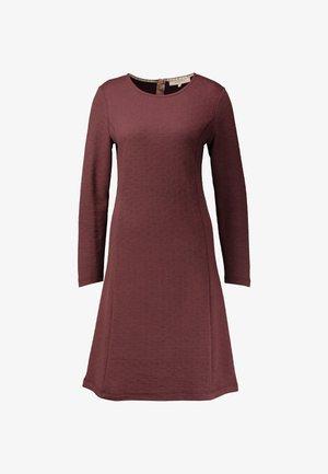 ESSENTIAL - Denní šaty - sassafras