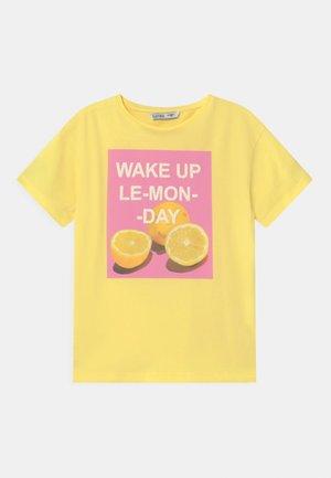 KRISTEL - Print T-shirt - yellow